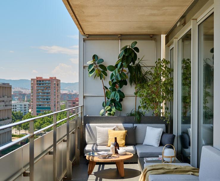 YLAB Arquitectos Scandinavian style balcony, porch & terrace