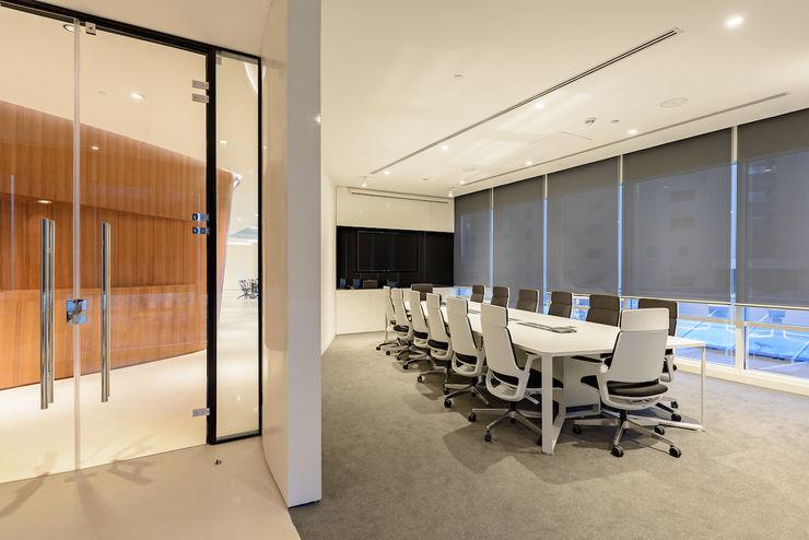 Edge Innovation Center en Cairo YLAB Arquitectos Oficinas y tiendas de estilo minimalista
