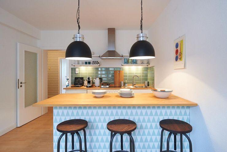 Möbliertes Appartement - Kochzone NACHHER Tschangizian Home Staging & Redesign Industriale Esszimmer