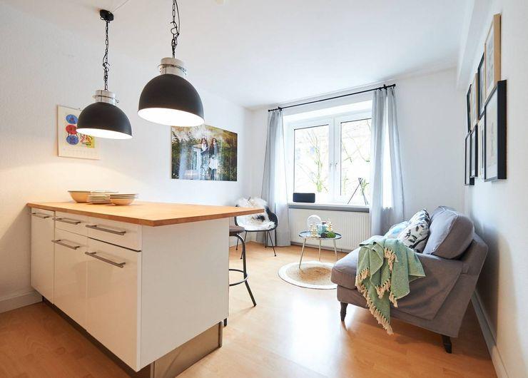 Möbliertes Appartement - Wohnbereich NACHHER Tschangizian Home Staging & Redesign Industriale Wohnzimmer