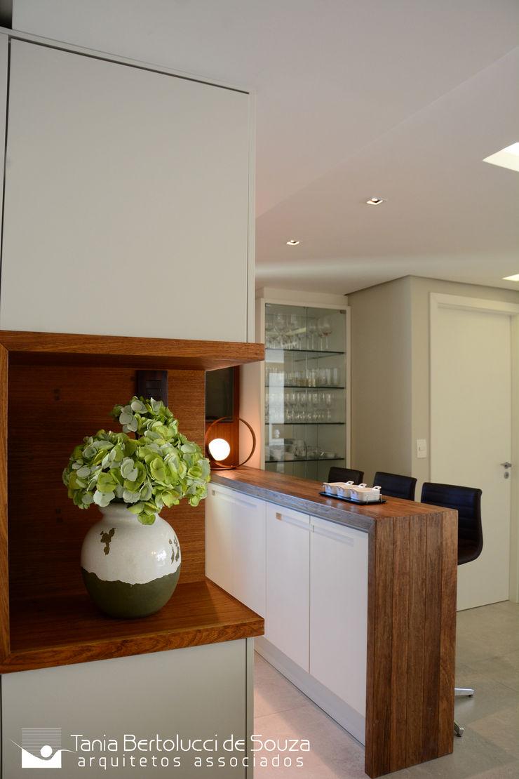 Churrasqueira Tania Bertolucci de Souza | Arquitetos Associados Salas de jantar modernas