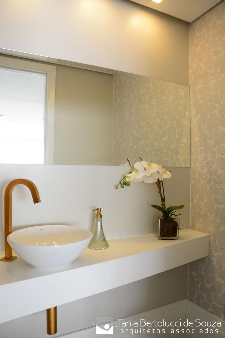 Lavabo Tania Bertolucci de Souza | Arquitetos Associados Banheiros modernos