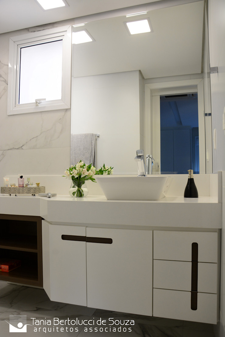 Banheiro da Suíte Tania Bertolucci de Souza | Arquitetos Associados Banheiros modernos