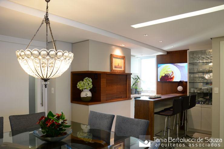Sala de Jantar e Churrasqueira Tania Bertolucci de Souza | Arquitetos Associados Salas de jantar modernas