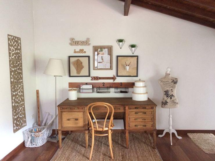Estudio Nancy Trejos Estudios y despachos de estilo clásico Madera Acabado en madera