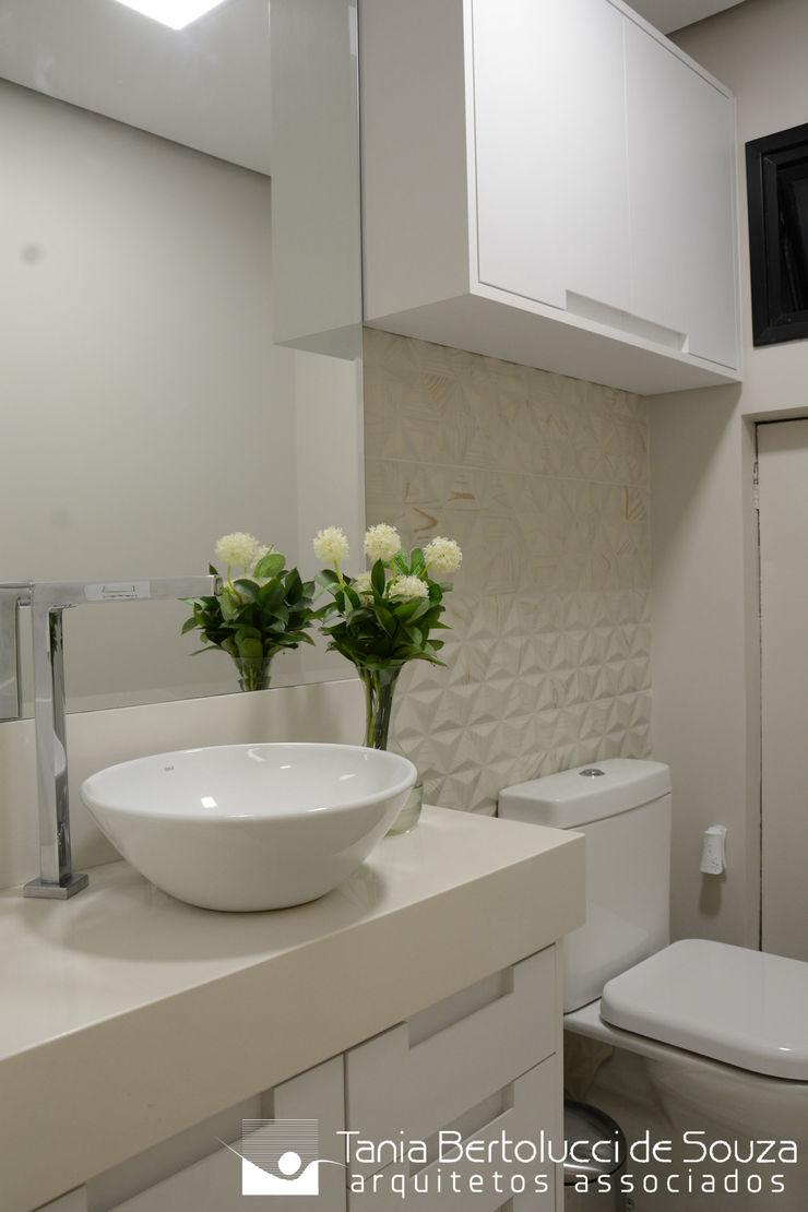Lavabo Tania Bertolucci de Souza   Arquitetos Associados Banheiros modernos