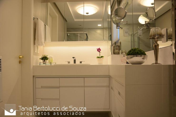 Banho Suíte Tania Bertolucci de Souza   Arquitetos Associados Banheiros modernos