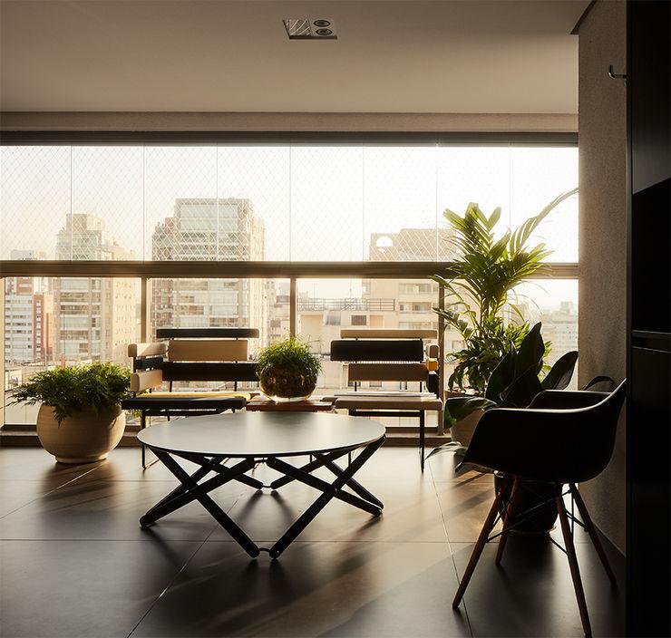 DAVID ITO ARQUITETURA Balcones y terrazas modernos: Ideas, imágenes y decoración