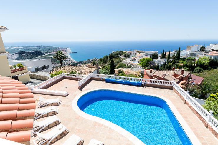 Home Staging y fotografía en apartamento en Villa Amani Home & Haus   Home Staging & Fotografía Piscinas de estilo mediterráneo