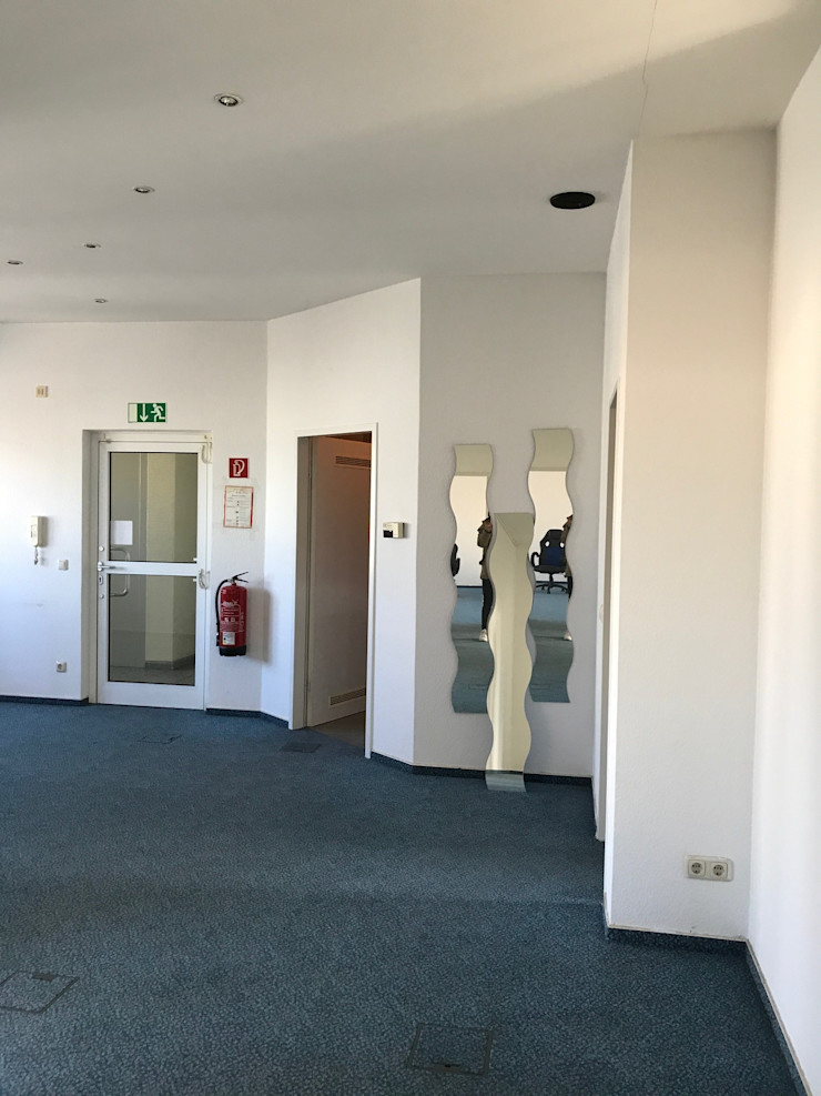 Office Staging - Eingang - VORHER Tschangizian Home Staging & Redesign