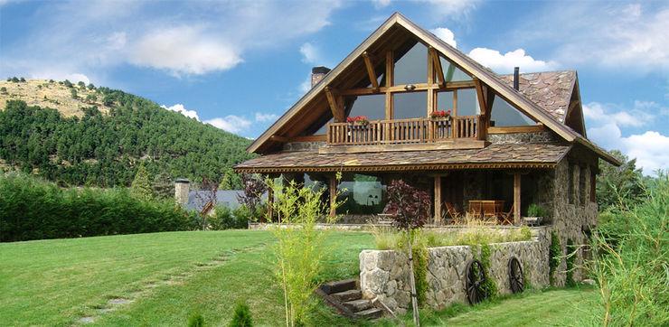 La casa entre los bosques, de piedra y madera por Manuel Monroy en San Rafael Manuel Monroy Pagnon, arquitecto Casas rurales Piedra Acabado en madera
