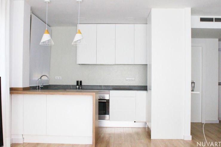 Cocina abierta NUVART Cocinas de estilo minimalista Blanco