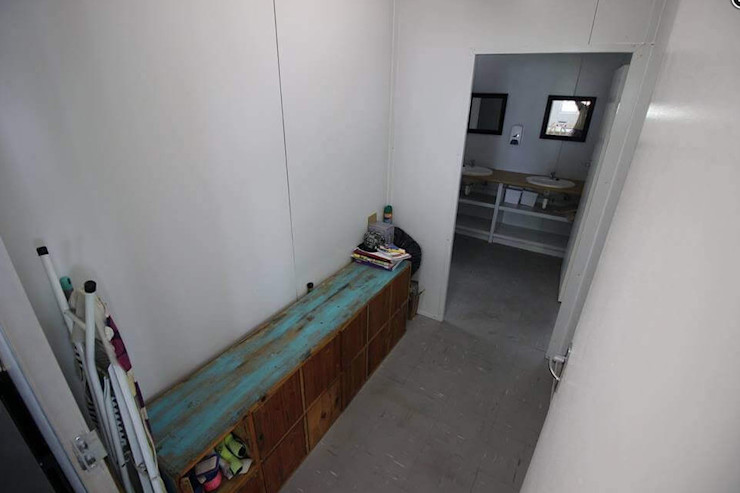 The laundry room Container Rental and Sales (Pty) Ltd Rustic style corridor, hallway & stairs