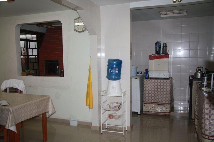 Cozinha Grupo DH arquitetura Cozinhas modernas de madeira e plástico