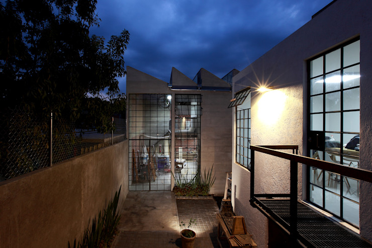 WAYAK' ARQUITECTOS Moderne Ladenflächen Stahlbeton Weiß