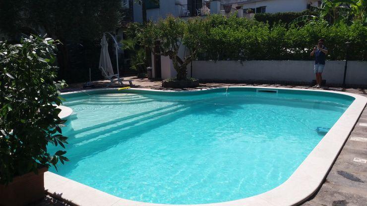 Forme sinuose Blu Design srl Giardino con piscina