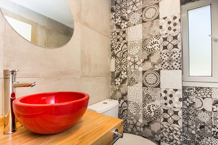 JOM HOUSES Modern bathroom