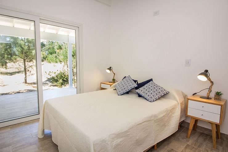 JOM HOUSES Modern style bedroom