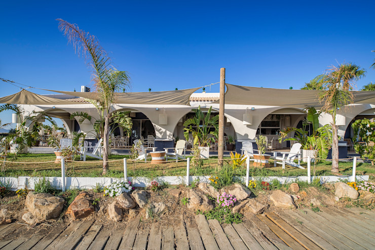 Beach Club en Zahara de los Atunes (Cádiz) Idearte Marta Montoya Balcones y terrazas mediterráneos