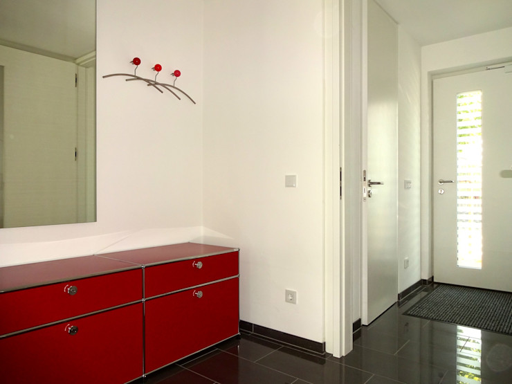 Junker Architekten Modern corridor, hallway & stairs White