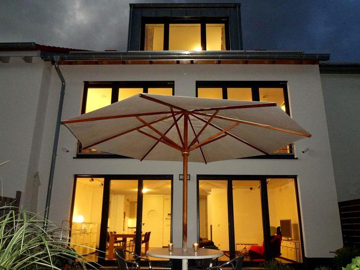 Junker Architekten Modern houses Concrete White