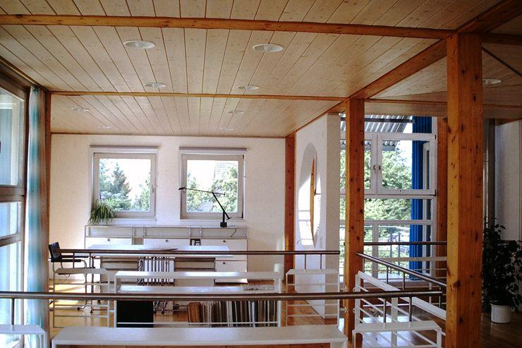 Junker Architekten Modern study/office Wood Blue