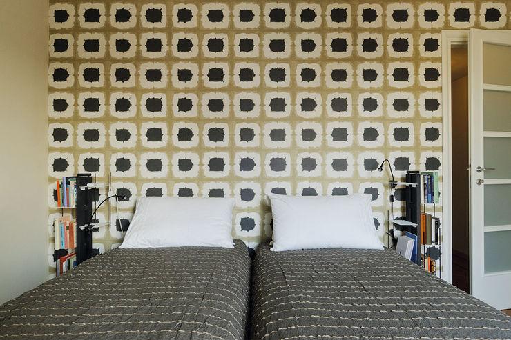 Le zie di Milano BedroomWardrobes & closets Solid Wood Black