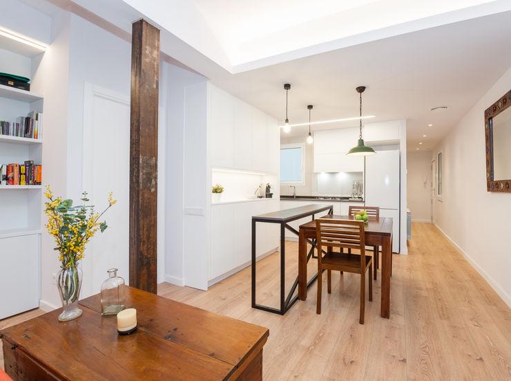 Cocina abierta al salón | Sincro Sincro Cocinas de estilo moderno Tablero DM Blanco