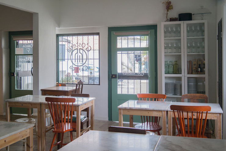 homify Eclectic style dining room Solid Wood Green