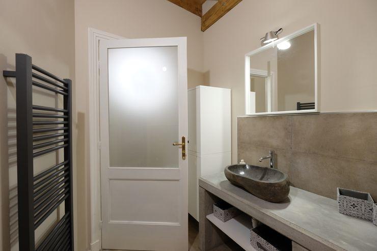 architetto Davide Fornero Modern Bathroom Concrete Beige