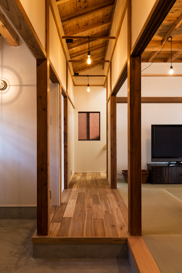 エヌ スケッチ Azjatycki korytarz, przedpokój i schody