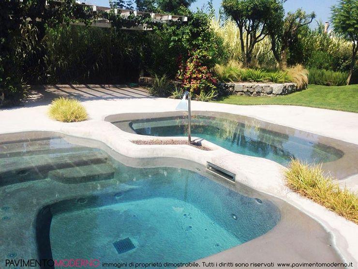 Rivestimento piscina effetto spiaggia naturale Pavimento Moderno Piscine a laghetto Beige