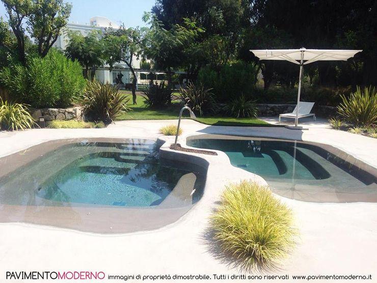 piscina effetto spiaggia naturale Pavimento Moderno Piscine a laghetto Beige