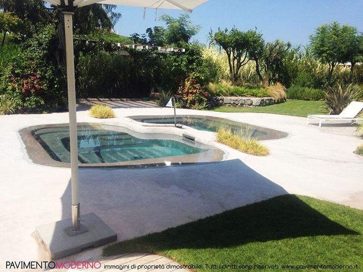 piscina effetto spiaggia naturale con idromassaggio e doppia vasca fredda calda Pavimento Moderno Piscine a laghetto Beige