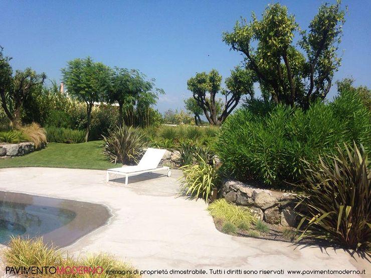piscina a doppia vasca fredda e termale effetto spiaggia naturale Pavimento Moderno Piscine a laghetto Beige