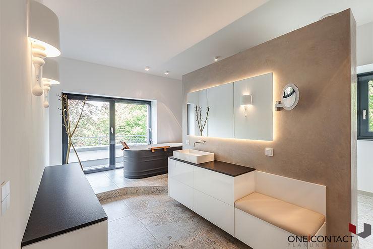 ÜBER DEN DÄCHERN ONE!CONTACT - Planungsbüro GmbH Moderne Badezimmer Keramik Grau