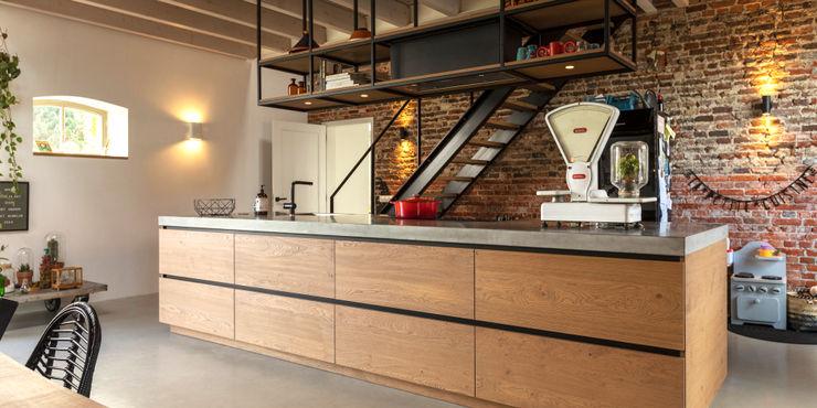 De Nieuwe Context Kitchen units Iron/Steel Wood effect