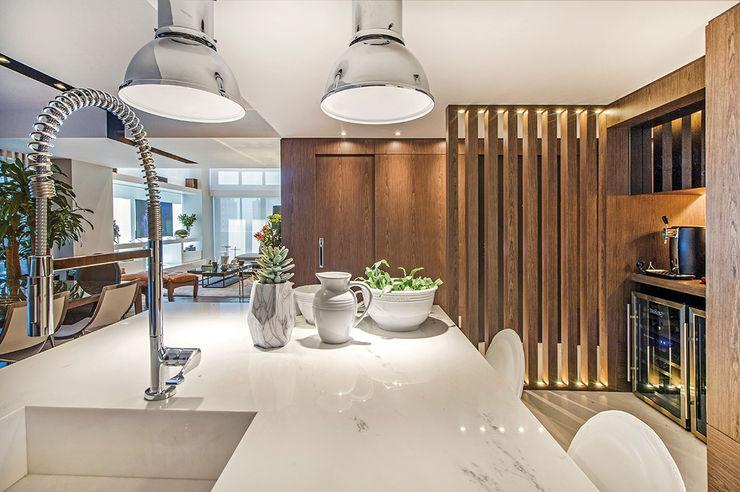 Apartamento Com Design BG arquitetura   Projetos Comerciais Cozinhas modernas