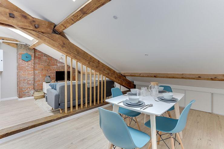sejour scandinave cloison amovible tasseaux par Lisa Bronsztejn et Maurine Bellier Lisa Bronsztejn, Architecture d'intérieur Salle à manger scandinave Briques Bleu