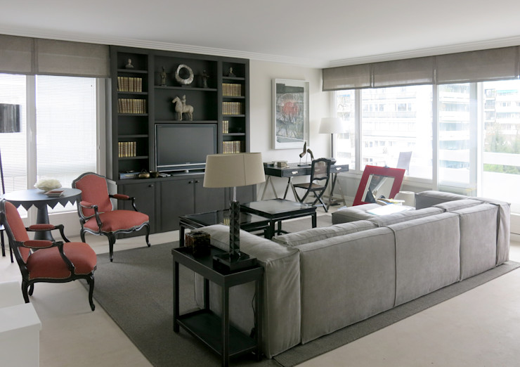 Antoine Chatiliez Classic style living room