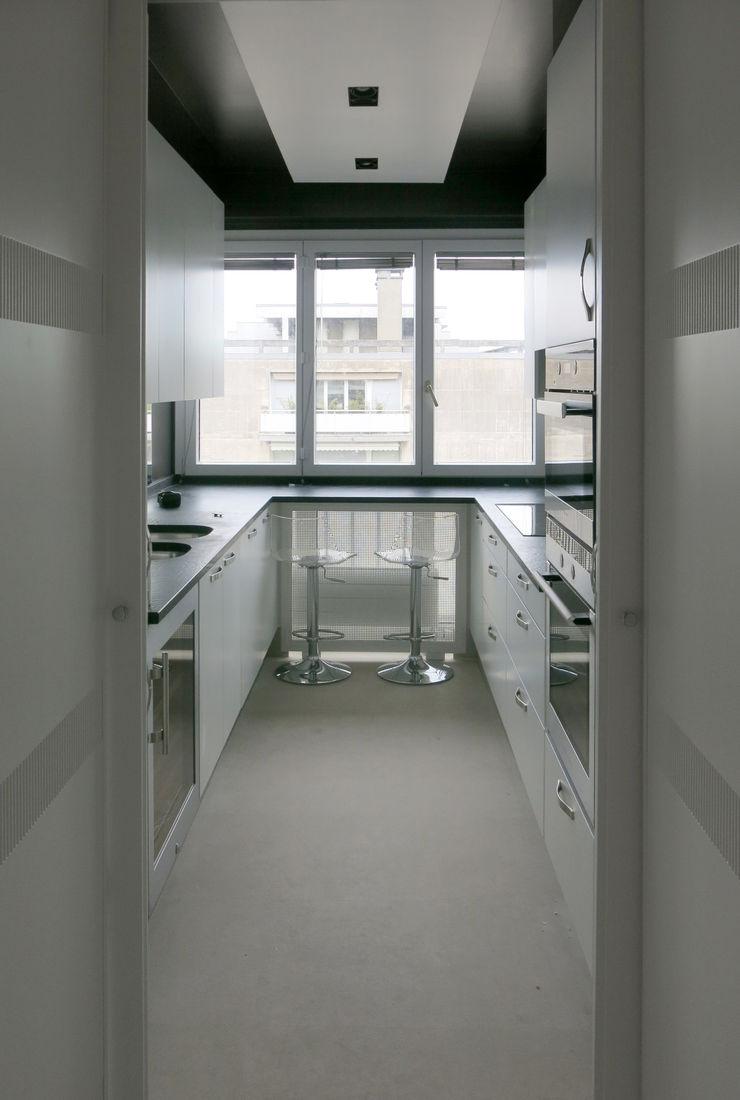 Antoine Chatiliez Classic style kitchen