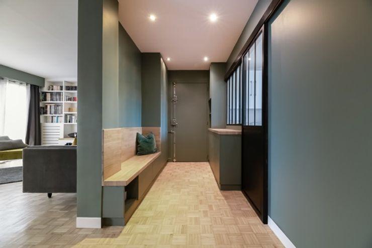 Anne Lapointe Chila Pasillos, vestíbulos y escaleras de estilo moderno Madera Verde