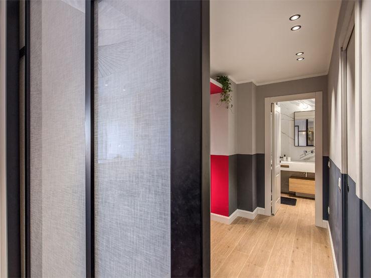 MONTEFALCO MOB ARCHITECTS Ingresso, Corridoio & Scale in stile moderno