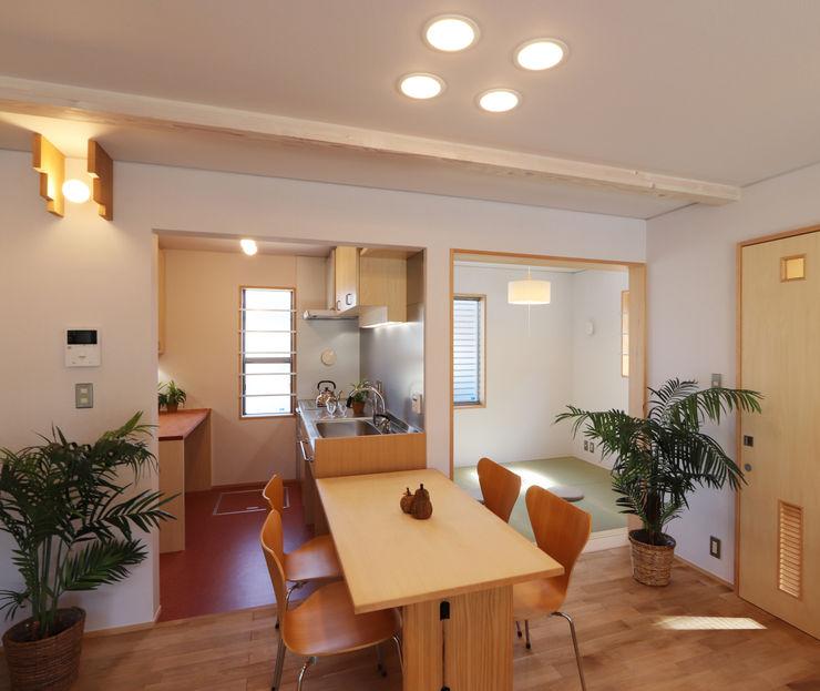 遠藤浩建築設計事務所 H,ENDOH ARCHTECT & ASSOCIATES Modern Dining Room Solid Wood White