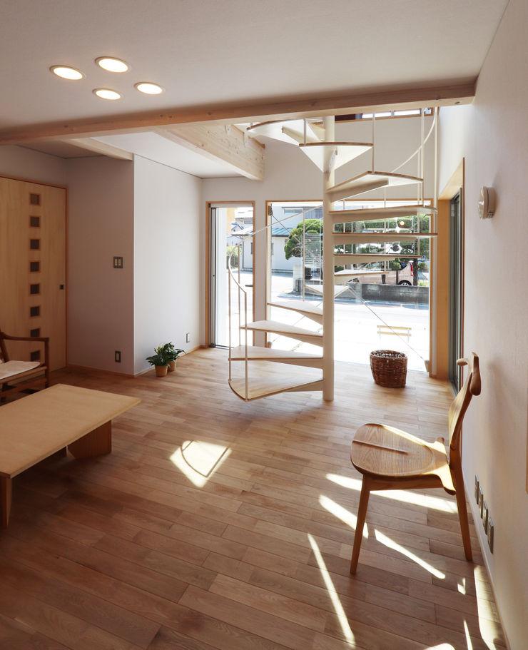 遠藤浩建築設計事務所 H,ENDOH ARCHTECT & ASSOCIATES Modern Living Room Solid Wood White
