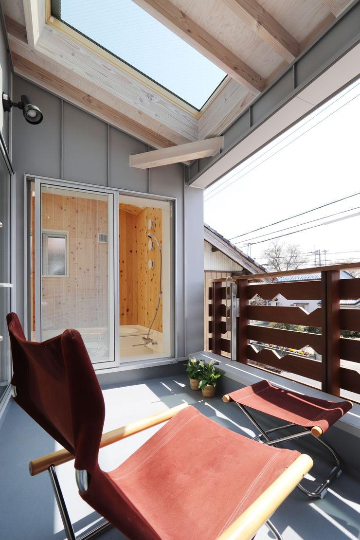 遠藤浩建築設計事務所 H,ENDOH ARCHTECT & ASSOCIATES Modern Terrace Aluminium/Zinc Grey