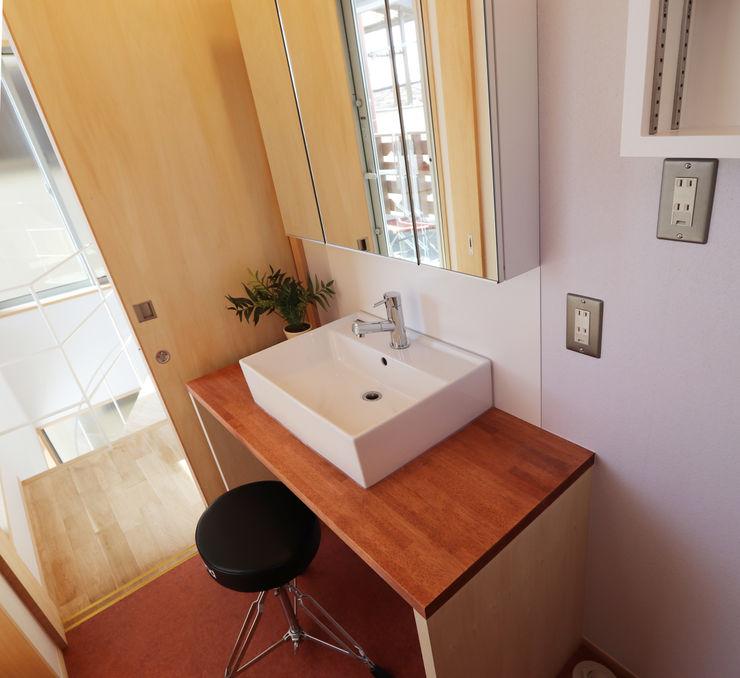 遠藤浩建築設計事務所 H,ENDOH ARCHTECT & ASSOCIATES Modern Bathroom Solid Wood White