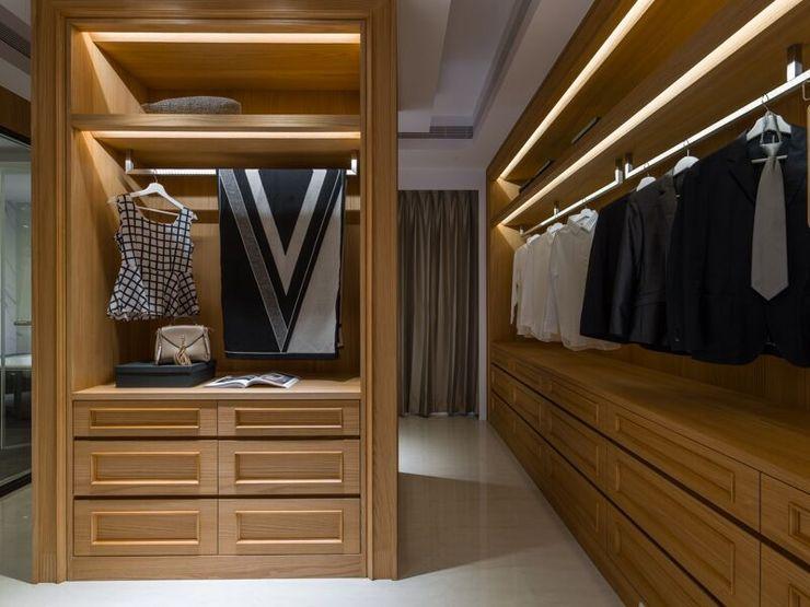 木質打造的大型衣櫃讓收納機能變得更強大 湘頡設計 Classic style dressing room