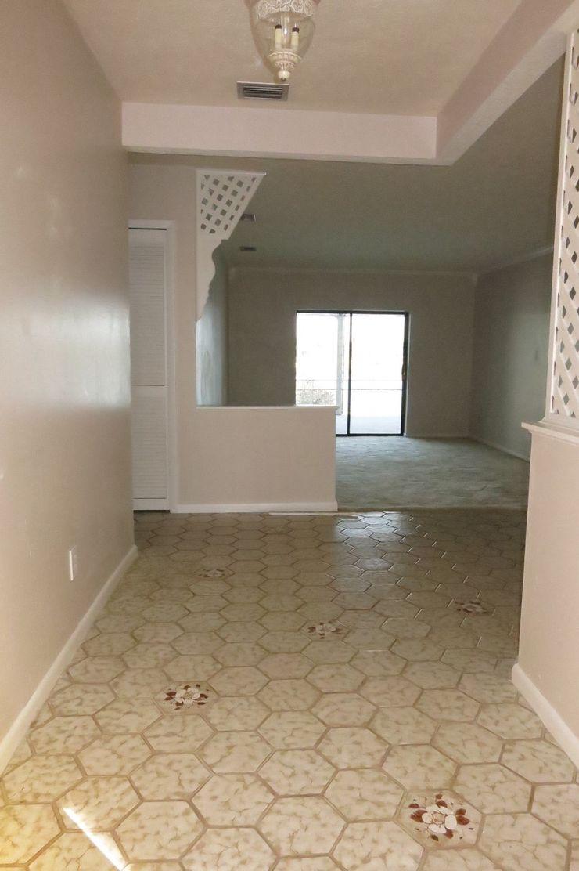 Eingangsbereich - Vorher Tschangizian Home Staging & Redesign