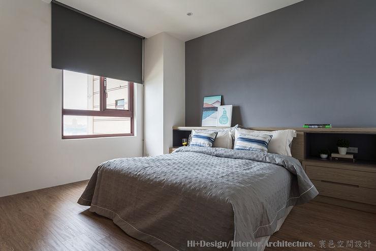 主臥室床頭 Hi+Design/Interior.Architecture. 寰邑空間設計 BedroomBedside tables Plywood Wood effect